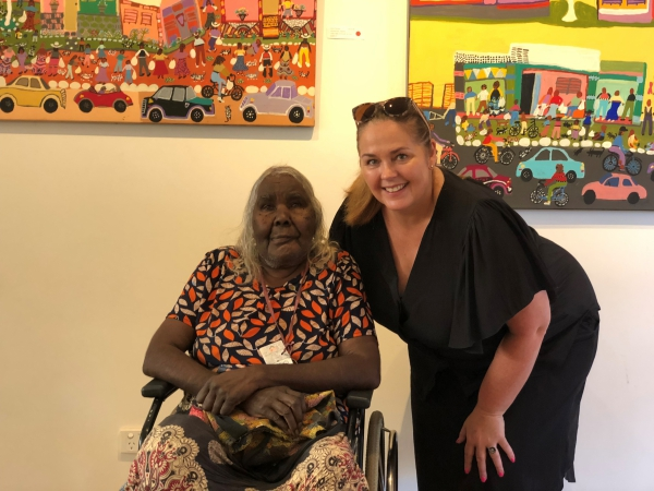Slattery embraces Indigenous art with visit to Alice Springs, Tangentyere Artists
